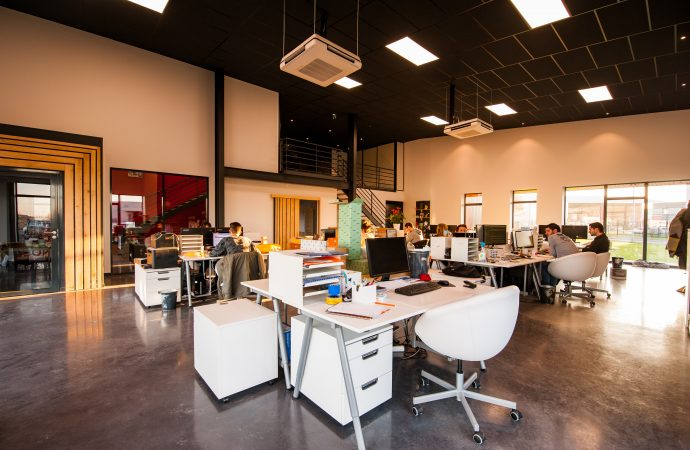 people-sitting-on-chairs-beside-their-desks-in-an-office-1170412-690x450